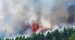 FOTOS: vulcão nas Ilhas Canárias entra em erupção
