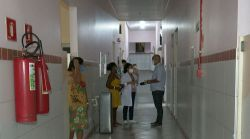Bebê encontrado em terreno baldio em Lucena, PB, é transferido para UTI